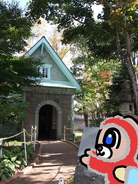 旧竹鶴邸を見学しているピヨめぐモカ2.jpg