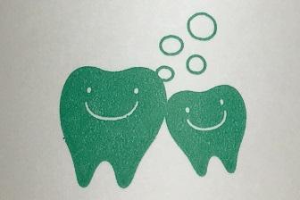 歯科 備え付けのコップ 歯のキャラクター かわいい 2.jpg