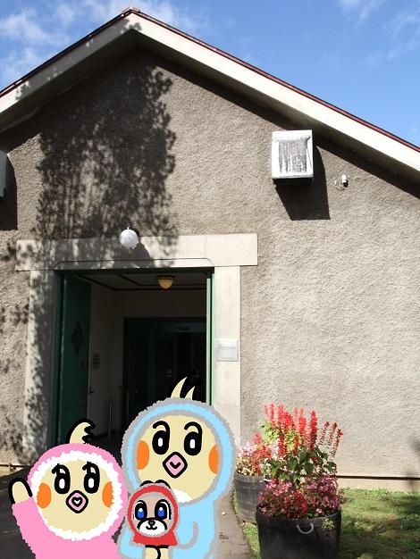 ウイスキー博物館に到着したピヨめぐモカ 1.jpg