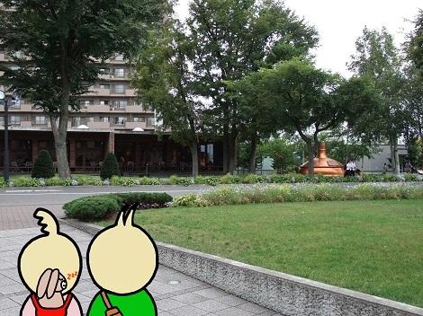 サッポロビール博物館の外に出たピヨめぐモカ.jpg